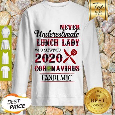 Never Undereslimate Lunch Lady Who Survived 2020 Coronavirus Pandemic Sweatshirt