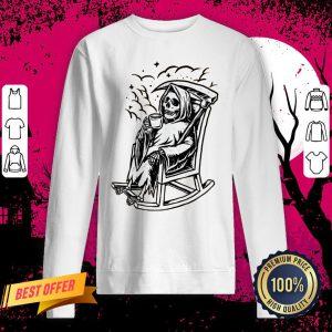 Skeleton Loves Drinking Coffee Halloween Day Sweatshirt